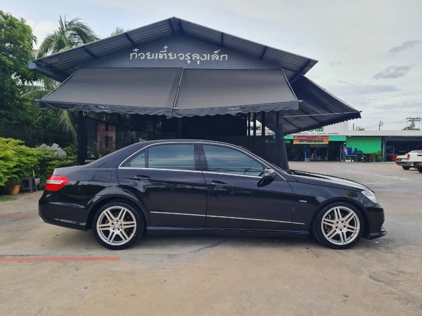 Mercedes-Benz E250 CGI BlueEFFICIENCY 1.8 W212 Avantgarde Sedan