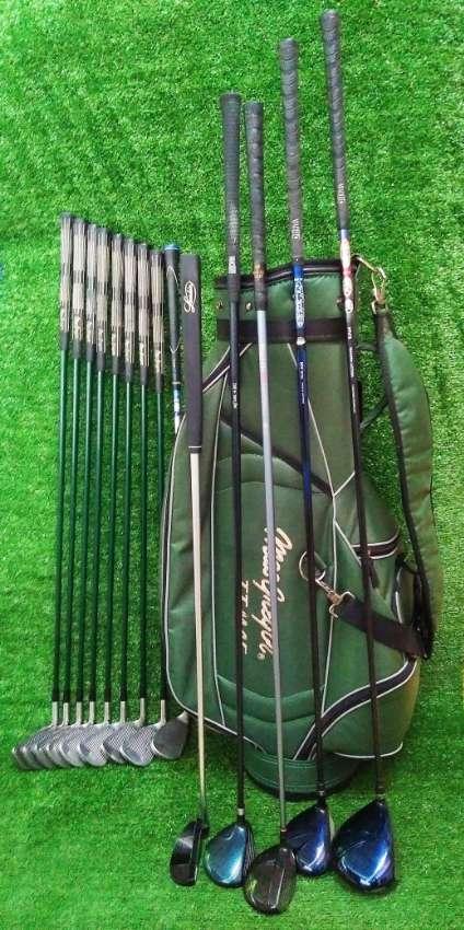 MacGregor full set of golf clubs in bag.