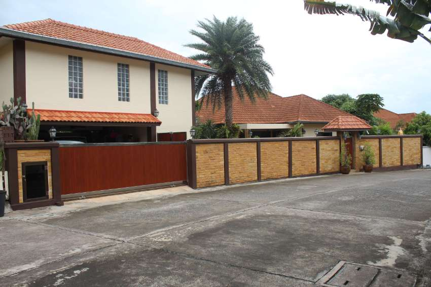 Fantastic Large 3+ bedroom pool-villa with privacy in a secure estate