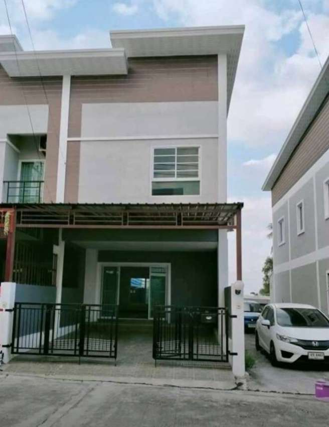 Fully furnished Townhouse for Sale East Pattaya, close to Motorway 7.