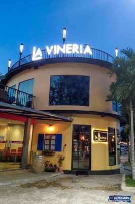 Beachfront  beautiful winehouse and restaurant