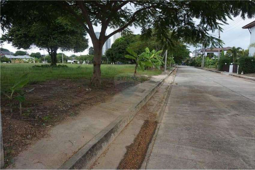Land for sale, VIP project in Rayong 114 sq wah (Owners Post)