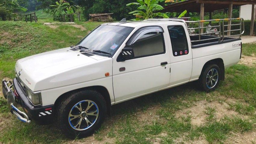 NISSAN BIG M - pick up truck