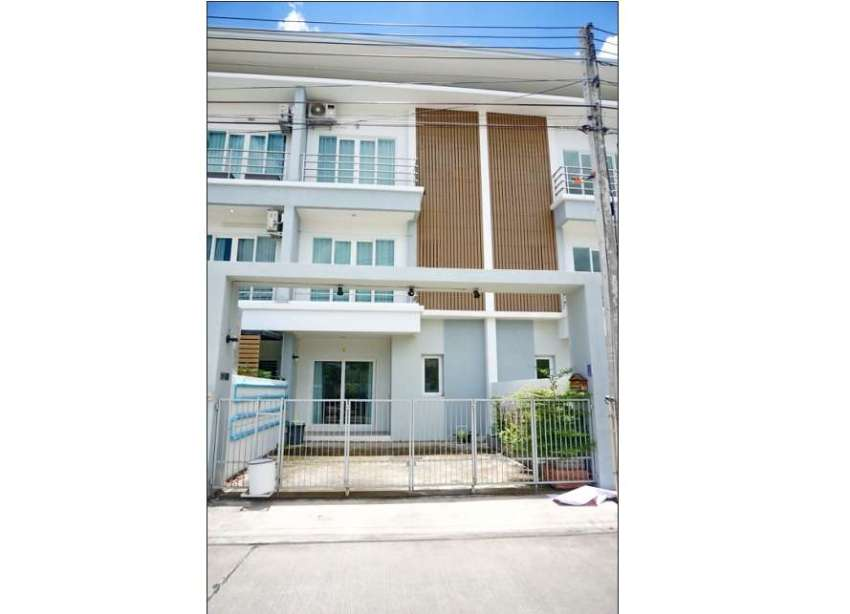 Townhouse for sale 2.5 km. from Promenada shopping mall, Super Highway
