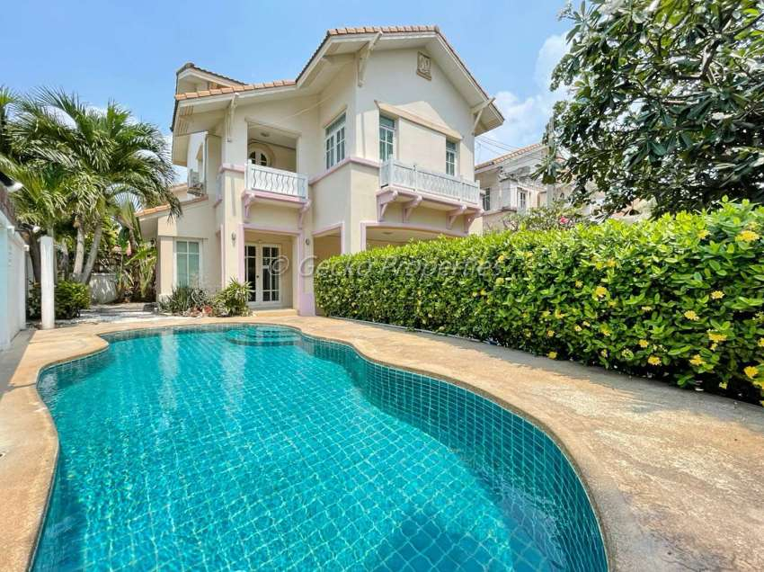 3 bed 3 bath with private pool House for rent in Jomtien
