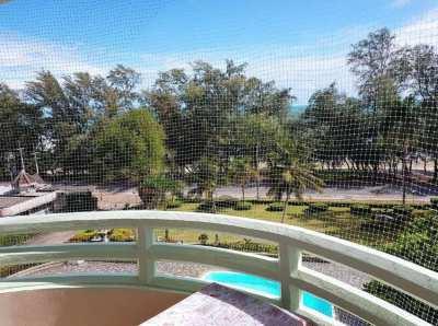 1,295,000 THB for this 4th floor beach condo in VIP Condochain, Rayong