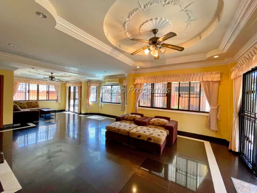 4 bed 3 bath with private pool House for rent in East Pattaya