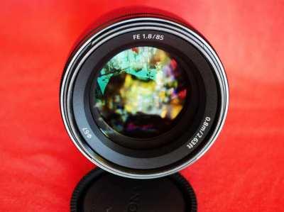 Sony FE 85mm f/1.8 Full Frame Portrait Lens in box. SEL85F18