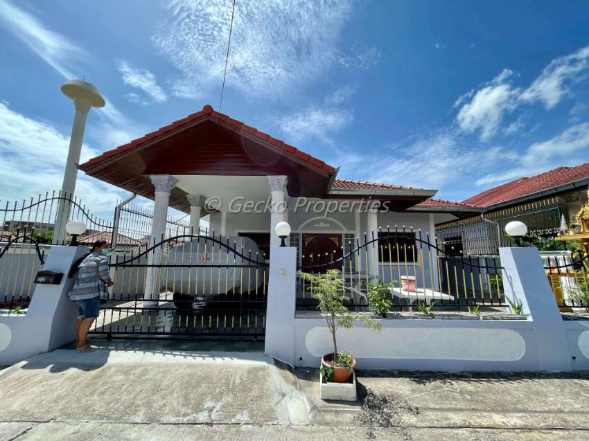 3 bed 2 bath House for rent Ekmongkol 3 in East Pattaya