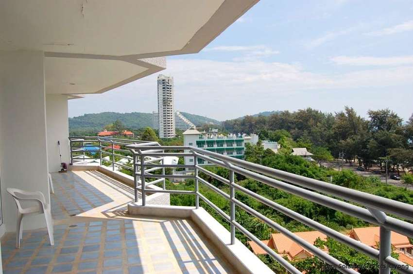 2,995,000 THB for this 1 bedroom beach condo in the The Royal Rayong!