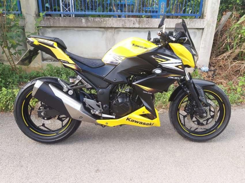 Kawasaki Z300 ( 1 owner - ONLY 8700km )