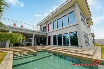 Unique, Modern Pool Villa on 1200 sqm Land Plot