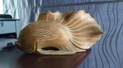 Beautiful solid Fish Carving.1000