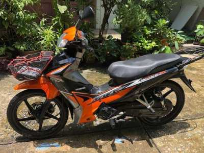 2018 Honda Wave, very low KM, orange color