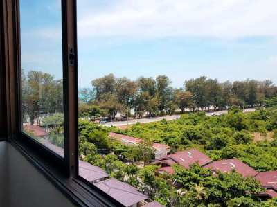 Price 575,000 baht for this top floor condo in Victory View condo!