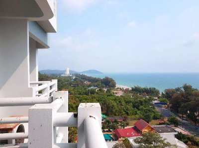 Amazing price - 1,295,000 THB for this condo with great ocean views!