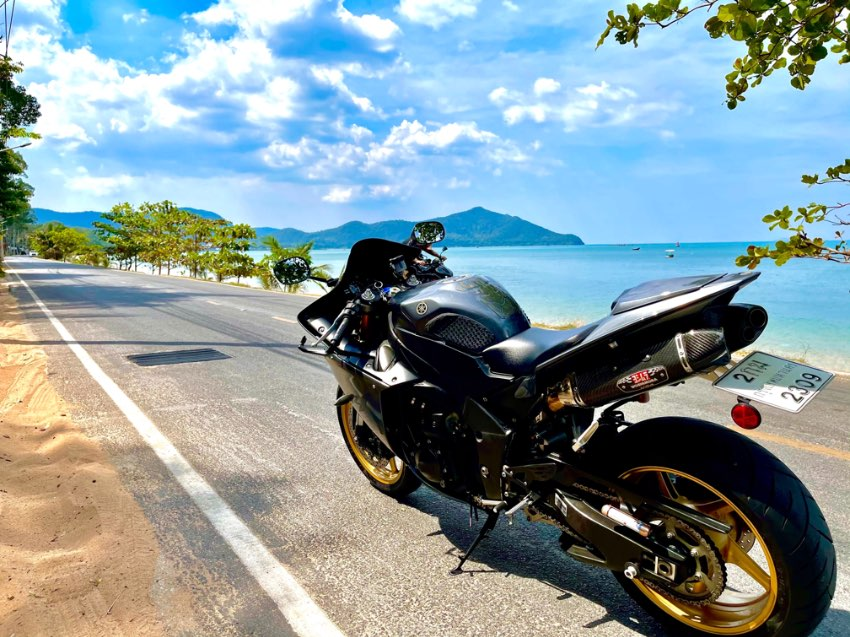 Yamaha R1 2013 spotless example with extras