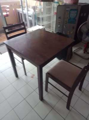 Table with 2 chairs.