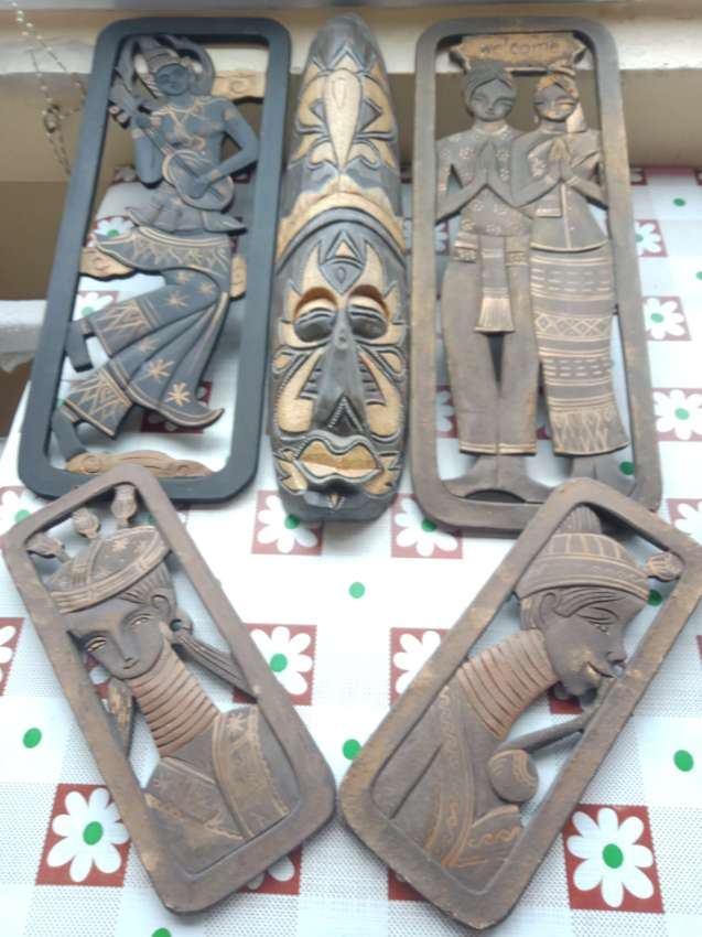 5 items carved in wood.300 Bath togetter.