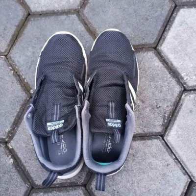 ขายรองเท้าadiสีดำใส่วิ่งได้เบอร์46