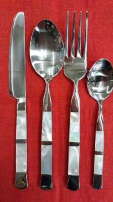 Cutlery with mother of pearl 390 baht