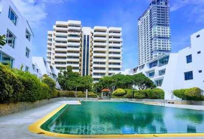 Spacious Beach Front Apartment, Quiet Jomtien Area, 110sqm