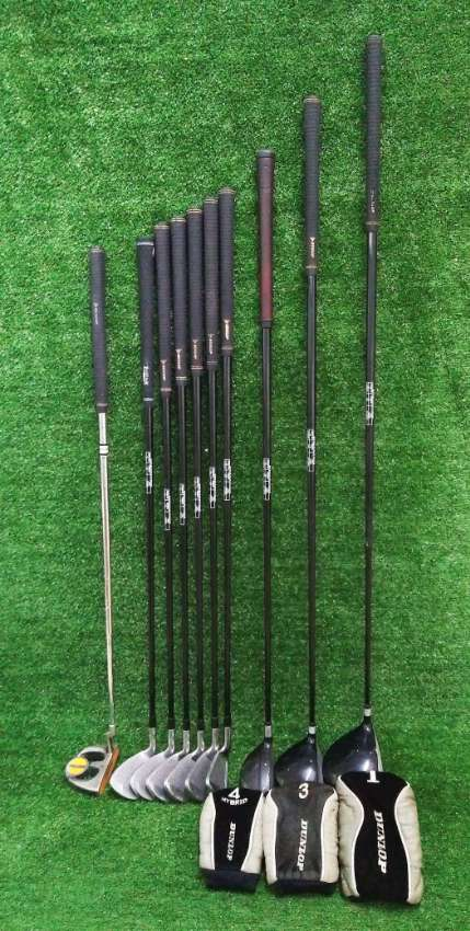 Dunlop DDH matching set of golf clubs in bag.