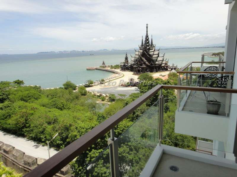 4 bed 5 bath Sea view Condo for sale  in Wongamat area of