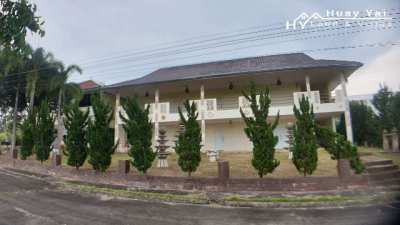 #3188   Guest House & Guest Rooms within Golf Club.  Owner finance