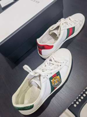 Gucci shoes mens 9.5 like new