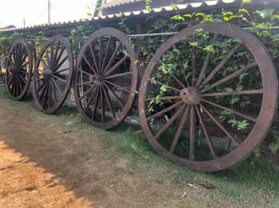 4 x Authentic style wagon wheels