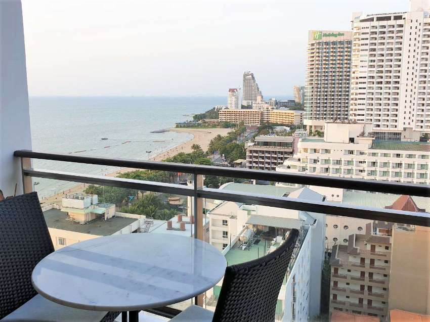 NEWLY RENOVATED CONDO THE BEST LOCATION IN PATTAYA