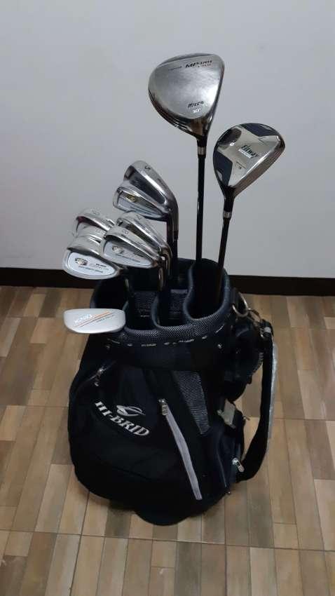golf club set with bag (Mizuno)