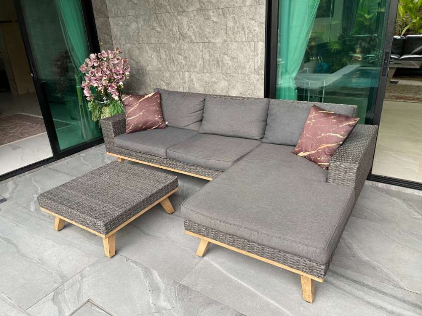 OUTDOOR SETTING 3 SEATER WITH RETURN INCLUDES COFFEE TABLE