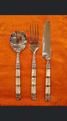 Cutlery with mother of pearl 1 pc. is 390 baht