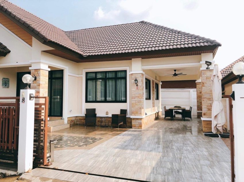 Detached House For Sale in Bangsaray areas