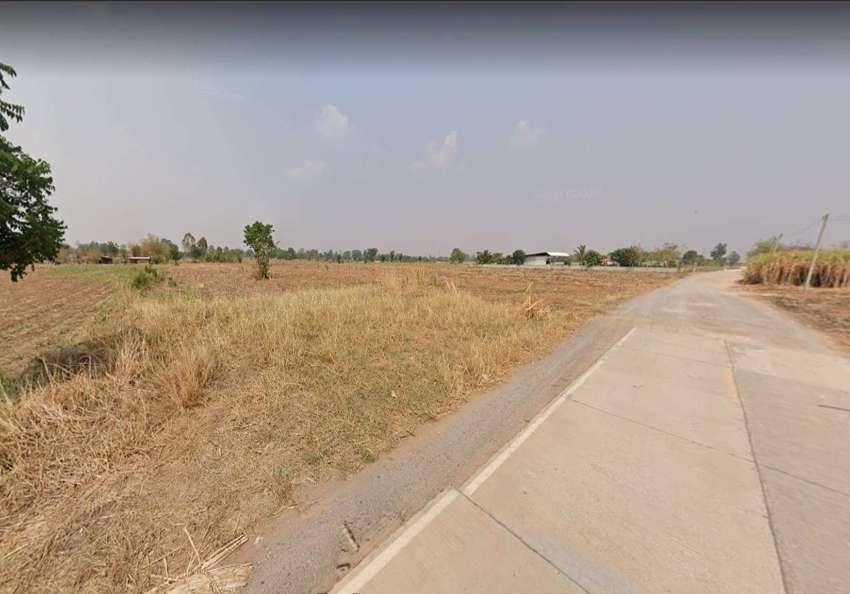 Land for sale 13-2-77 rai, price 550,000 baht / rai, next to the publi