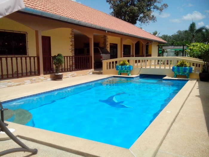 Large 6 Bedroom Pool Villa For Sale, On 225 Twah