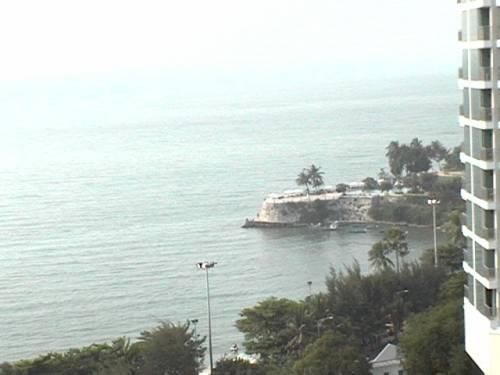 Markland Condos 48 & 70 SQM Pattaya Beach Road Beachfront By Owner