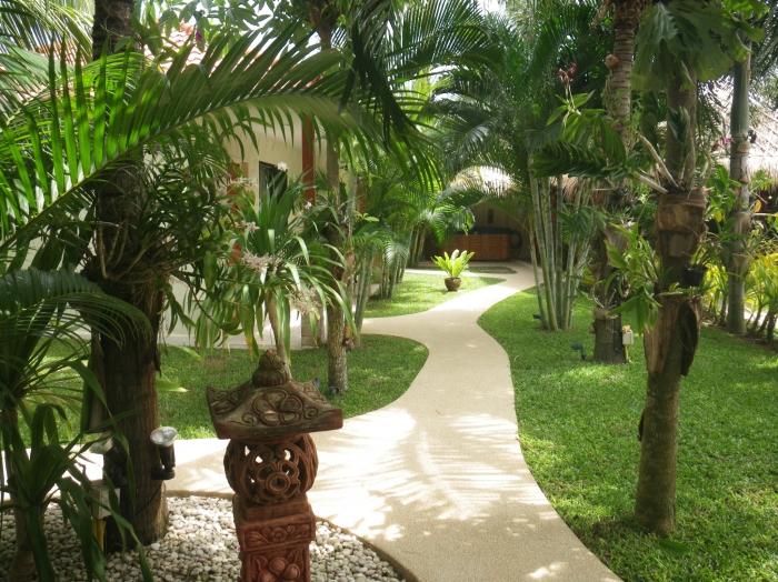 Large 8BR Family Pool Villa 1.5 Km From Khao Kalok & Samroiyod Beach